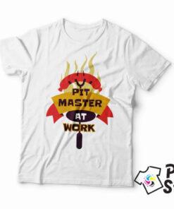 Pit master at work bela muška majica. Izaberite svoju majicu u online prodavnici Print Store.
