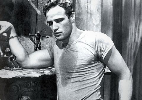 Marlon Brando u prvim majicama. Pročitajte kako su nastale majice