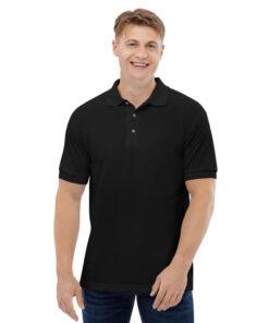 Momak nosi mušku polo majicu koju možete kupiti u Print Store online shopu.